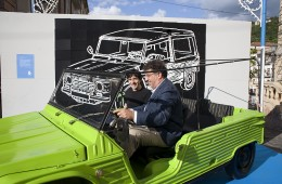 Luigi Lo Cascio e Paolo siani a bordo della Mehari di Giancarlo Siani (foto di Mario Spada)