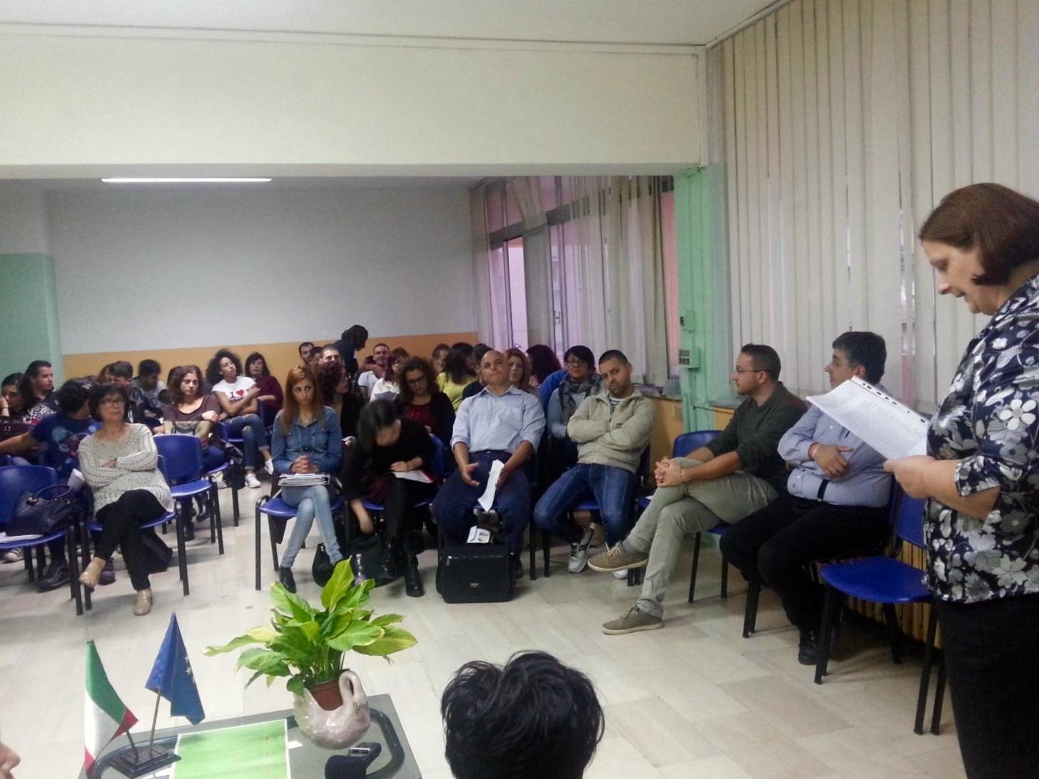"""Lamezia Terme (CZ), #TiLeggo. Istituto Professionale """"Einaudi"""".  un momento di lettura"""