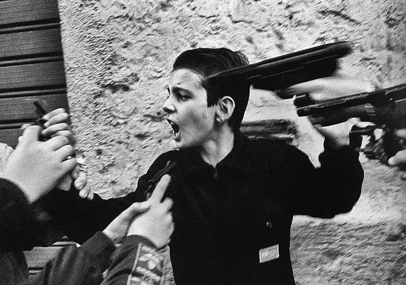 """Guardie e ladri. Palermo """"90. Credits http://www.archivioantimafia.org/"""